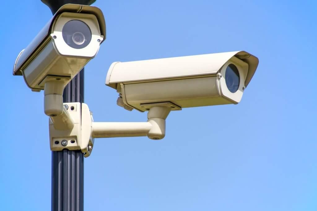 câmeras de segurança para estabelecer uma segurança condominial